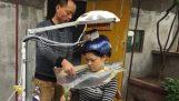 Αυτόματο πλυντήριο μαλλιών: η πιο άχρηστη εφεύρεση στον κόσμο
