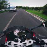 Απερίσκεπτος μοτοσικλετιστής σε ορεινό δρόμο