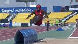 Un atleta ciego no contiene ninguna en salto de longitud, pero finalmente gana el oro
