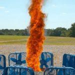 Ένας ανεμοστρόβιλος φωτιάς σε αργή κίνηση