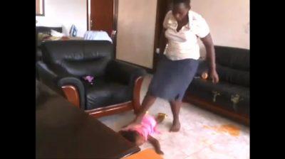 Mutter Tochter bestraft Stehlen