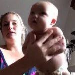 Μια μαμά δοκιμάζει την τεχνική που ηρεμεί τα μωρά