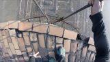 攀爬280米的煙囪