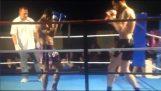Nokaoyt impressionnant sur le Muay Thai fight