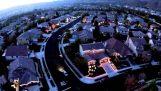 Μια ολόκληρη γειτονιά συγχρονίζει τα χριστουγεννιάτικα φώτα