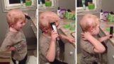 Ο μικρός ήθελε να χτενιστεί με την κουρευτική μηχανή