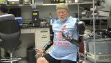 Kreupel gebruik prothetische vervanging ledematen die met de gedachte bewegen