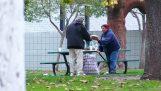 Πως ξοδεύει ένας άστεγος $100;