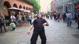 शरारत: नृत्य Limbaugh हवा बयान!