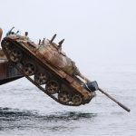 Πέταξαν άρματα στο βυθό για να σώσουν τα ψάρια