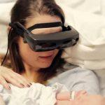 Μια τυφλή μητέρα βλέπει για πρώτη φορά το μωρό της