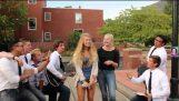 Serenading College jenter Prank