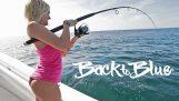 Γυναίκα ψαρεύει για πρώτη φορά και βγάζει μάτια