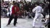 Kung Fu Майстор нокаутира с черен колан по таекуондо