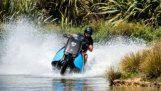 Η μοτοσικλέτα που μετατρέπεται σε jet ski
