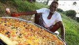 ทำอาหารไก่พิซซ่าโดยคุณปู่ของเราสำหรับ 100 เด็กกำพร้า