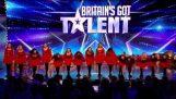 Ирландските танцьори изненадат съдиите с модерна им обрат Великобритания откри талант 2014