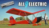 Der Ingenieur baut ein provisorisches Elektroflugzeug