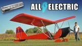 L'ingegnere costruisce un aereo elettrico improvvisato