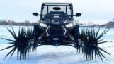 Polaris ATV con ruedas de púas parece muy intimidante