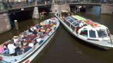 Codzienne problemy po kanałach Amsterdamu
