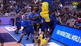 ऑस्ट्रेलिया और फिलीपींस के बीच योग्यता बास्केटबॉल मैच में बिग लड़ाई