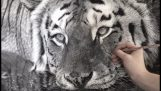 Η ζωγραφιά μιας τίγρης με μεγάλη λεπτομέρεια