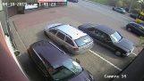 ผู้หญิงพยายามที่จะได้รับออกจากพื้นที่จอดรถ