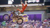 Niesamowity akrobatyczny z Motocross