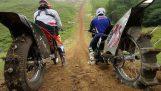modifiye cross motosikletleri ile tepe tırmanmaya