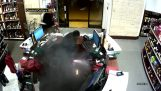 Έκρηξη ηλεκτρονικού τσιγάρου στην τσέπη ενός άνδρα