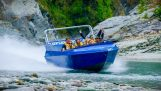 Motor a jato amarrado ao barco – Jetboating na Nova Zelândia