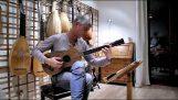 Jogando uma guitarra Stradivari de 1679