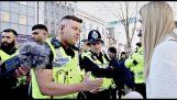 """Englanti: He provosoida muslimiyhteisön jakamalla esitteitä sanomalla """"Allah on homo"""""""