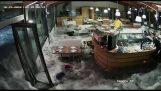 Ένα κύμα μπαίνει σε εστιατόριο (Ιταλία)