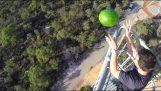 Арбуз опрыскивают Line-X, падает с высоты 45 метров