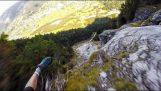 Spectaculaire vlucht met paragliding over de Alpen