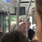 Οδηγός λεωφορείου δίνει ένα μάθημα σε μεθυσμένο επιβάτη