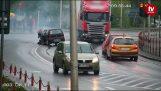 LKW gibt roten und kollidiert mit einem Seicento