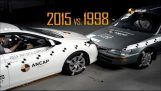 Crash Test: Toyota Corolla 1998 Toyota Corolla vs 2015