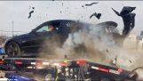 Разрушаване на гумата Мустанг дино