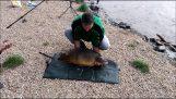Pêcheur posant pour la photo