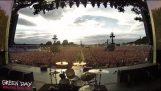 """65 χιλιάδες θεατές τραγουδούν το """"Bohemian Rhapsody"""""""
