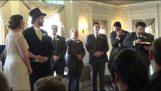 Найкращий чоловік робить Rickroll під час весілля