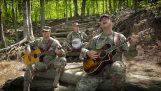"""vojnici певају """"Волео бих да си овде"""" iz Pink Floyda"""