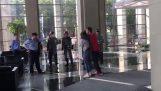 Άνδρας απελευθερώνει όμηρο με κίνηση Τζούντο