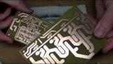Mediante la construcción de un circuito desde cero