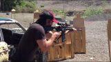 Ο Keanu Reeves σε εξάσκηση σκοποβολής