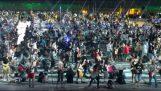 """1200 musiciens jouant """"Sent comme de l'alcool d'ados"""""""