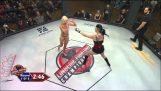 Weibliche MMA mit Dessous